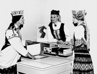 A Latvian, Estonian and Lithuanian (Aksana Naujokienė) wearing national costumes at the Soviet Union Industry and Trade Exhibition in London, 1968. Photo: from the private collection of A. Naujokienė